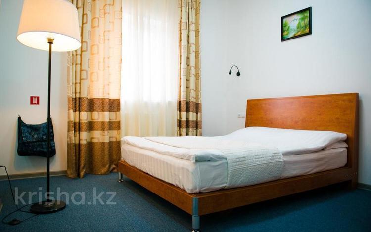 1-комнатная квартира, 32 м², 2/4 этаж посуточно, Махамбета Утемисова 99А — Гурьевская за 13 000 〒 в Атырау