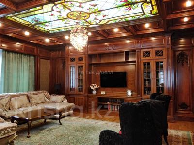4-комнатная квартира, 210 м², 1/3 этаж, Керей-Жаныбек Хандар за 260 млн 〒 в Алматы, Медеуский р-н