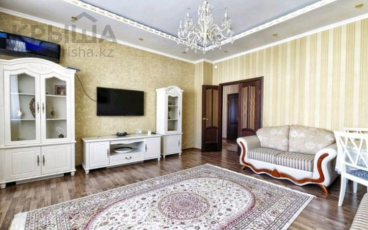 3-комнатная квартира, 120 м², 5/13 этаж помесячно, Кунаева 14/1 за 200 000 〒 в Нур-Султане (Астана), Есиль р-н