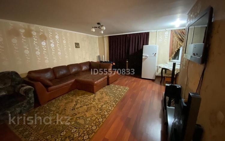 2-комнатная квартира, 50 м², 4/5 этаж, мкр Михайловка , Комиссарова 32а за 12.8 млн 〒 в Караганде, Казыбек би р-н