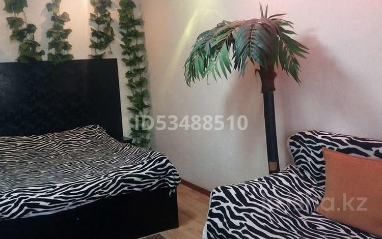 1-комнатная квартира, 30 м², 2/4 этаж посуточно, Толеби 54 — Желтоксан за 6 000 〒 в Таразе