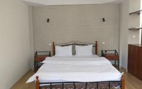 1-комнатная квартира, 56 м², 1/4 этаж посуточно, Жарокова 171 — Жандосова за 9 000 〒 в Алматы
