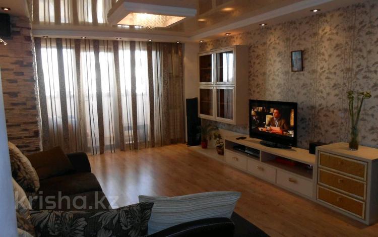 1-комнатная квартира, 56 м² помесячно, Тауелсиздик 21 за 95 000 〒 в Нур-Султане (Астана), Алматинский р-н