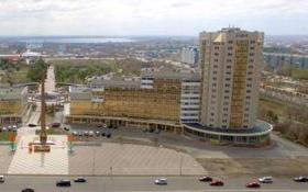 3-комнатная квартира, 102 м², 2/16 этаж, Республика 42 — Шахтеров за 47 млн 〒 в Караганде, Казыбек би р-н