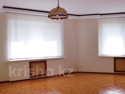 5-комнатная квартира, 176 м², 7/13 эт. помесячно, мкр Самал-1, Луганского — Сатпаева за 559 000 ₸ в Алматы, Медеуский р-н — фото 8