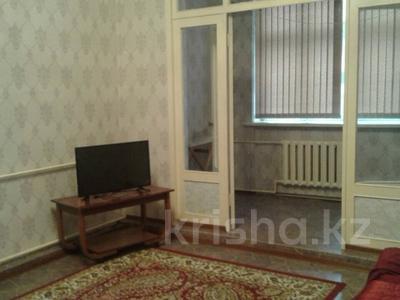 2-комнатная квартира, 60 м², 1/4 эт. помесячно, Гагарина за 70 000 ₸ в Шымкенте, Абайский р-н