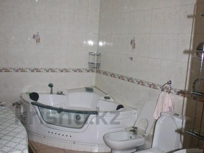 5-комнатная квартира, 220 м², 6/10 эт. помесячно, Достык 116 — Сатпаева за 750 000 ₸ в Алматы, Медеуский р-н — фото 5