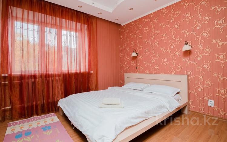 3-комнатная квартира, 100 м², 1/8 этаж посуточно, Сауран 5а за 14 000 〒 в Нур-Султане (Астана), Есильский р-н