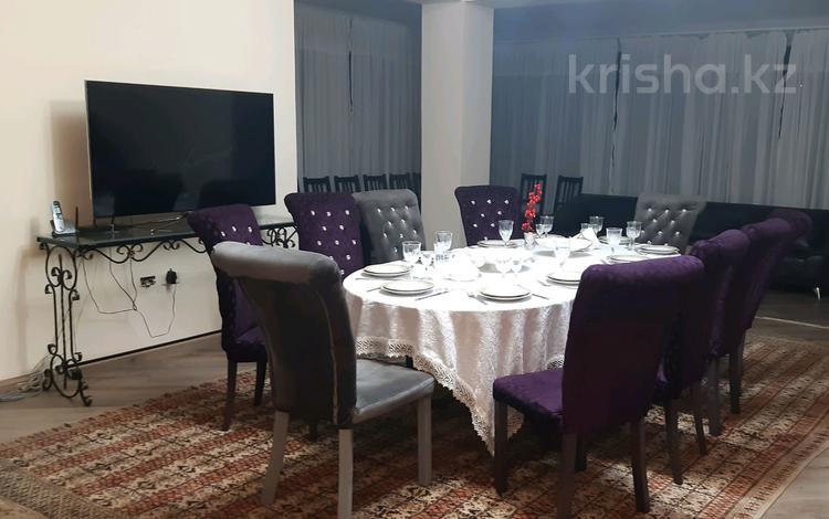 6-комнатный дом посуточно, 400 м², мкр Коктобе Кастеева за 70 000 ₸ в Алматы, Медеуский р-н