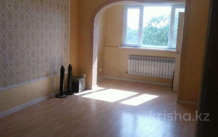 3-комнатная квартира, 60 м², 5/5 этаж, 16мкр 6 — Рыскулова-ЖибекЖолы за 13.5 млн 〒 в Шымкенте, Енбекшинский р-н