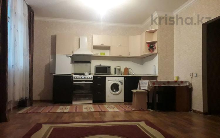 1-комнатная квартира, 71 м², 7/25 этаж посуточно, Абулхайр хана 112 б за 6 000 〒 в Актобе