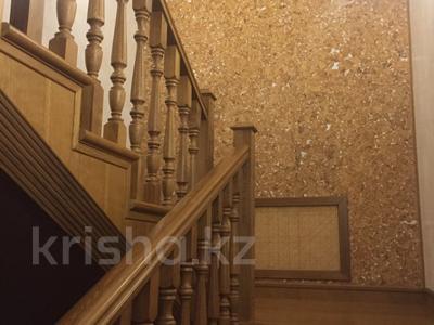 7-комнатный дом, 300 м², 8 сот., мкр Карагайлы, Ерубаева 31 за 82 млн 〒 в Алматы, Наурызбайский р-н — фото 17