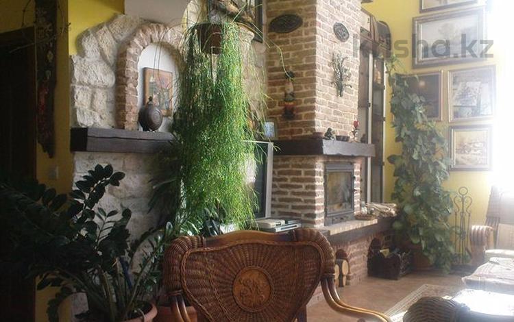 6-комнатный дом помесячно, 262 м², 0.8 сот., М-ст Ракитника 46 за 400 000 〒 в Варне