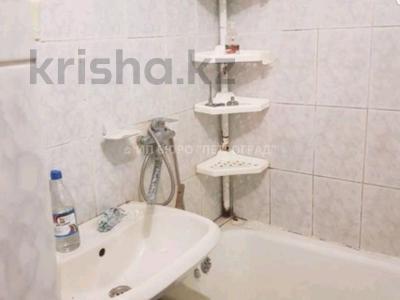 2-комнатная квартира, 50 м², 3/9 этаж, Конституции за 11.5 млн 〒 в Петропавловске — фото 2