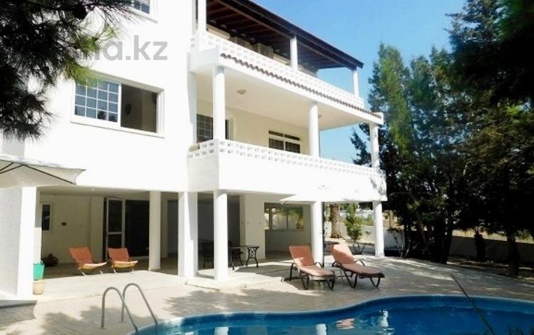 5-комнатный дом, 300 м², 9 сот., Тала, Пафос за 216 млн 〒