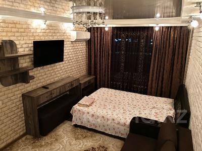 1-комнатная квартира, 30 м², 2/4 эт. посуточно, проспект Тауке хана 4 — Момышулы за 8 000 ₸ в Шымкенте, Аль-Фарабийский р-н