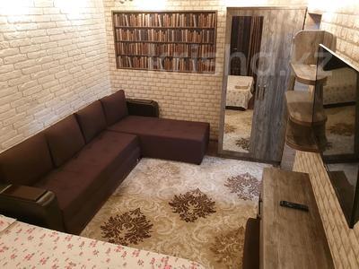 1-комнатная квартира, 30 м², 2/4 эт. посуточно, проспект Тауке хана 4 — Момышулы за 8 000 ₸ в Шымкенте, Аль-Фарабийский р-н — фото 3