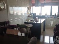 5-комнатная квартира, 185 м², 10 этаж помесячно