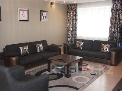 4-комнатная квартира, 110 м², 3/12 эт., Валиханова 1 за 38 млн ₸ в Нур-Султане (Астана), р-н Байконур — фото 10