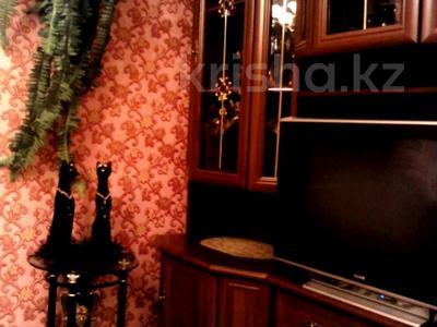 2-комнатная квартира, 48 м², 1/5 этаж посуточно, Муканова 2 — Университетская за 9 000 〒 в Караганде, Казыбек би р-н — фото 3