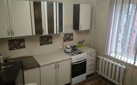 1-комнатная квартира, 38 м², 1/9 этаж посуточно, 12 мкр за 5 000 〒 в Актобе, мкр 12