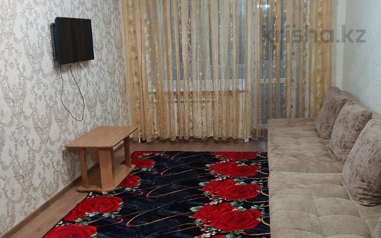 2-комнатная квартира, 50 м², 3/5 этаж посуточно, Бухар жырау 75/2 — Ситимол за 8 000 〒 в Караганде