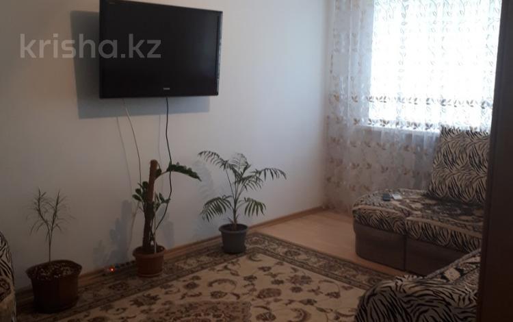2-комнатная квартира, 55 м², 1/5 этаж посуточно, Азаттык 49 — Угол Тельмана за 8 000 〒 в Атырау