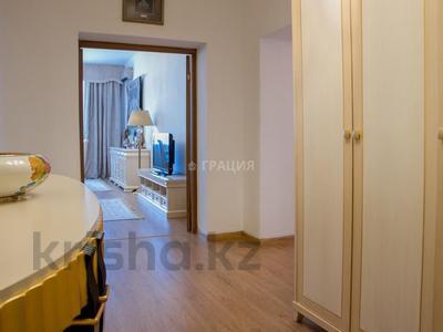 4-комнатная квартира, 156 м², 7/21 этаж, Аль-Фараби 21 за 135 млн 〒 в Алматы, Бостандыкский р-н — фото 11