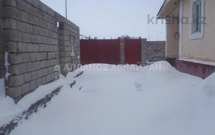 4-комнатный дом, 120 м², 10 сот., Мкр Уркер 1 за 23.5 млн ₸ в Нур-Султане (Астана), Есильский р-н