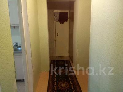 1-комнатная квартира, 39 м², 9/10 этаж, проспект Казыбек би 34 за 8.5 млн 〒 в Усть-Каменогорске — фото 3