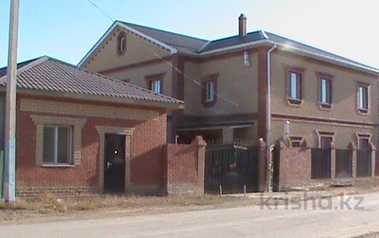 7-комнатный дом, 375 м², 10 сот., мкр Атырау, Жибек жолы 12 за 40 млн ₸
