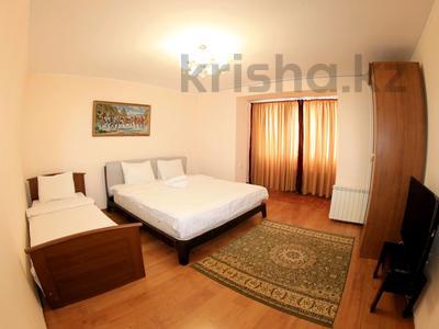 3-комнатная квартира, 75 м², 1/9 эт. посуточно, мкр Самал-2, Мкр Самал 2 24 — Аль-Фараби- Мендикулова за 15 000 ₸ в Алматы, Медеуский р-н — фото 2
