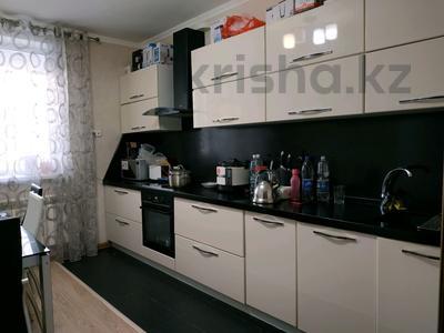 3-комнатная квартира, 96 м², 10/12 этаж, Кабанбай батыра 40 за 32.5 млн 〒 в Нур-Султане (Астана), Есиль р-н