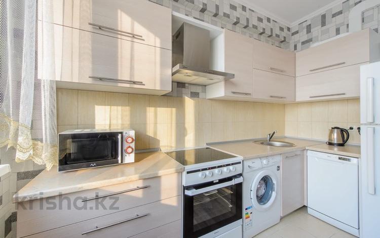 2-комнатная квартира, 70 м², 3/5 этаж посуточно, Мкр. Нурсат 200 за 12 000 〒 в Шымкенте, Аль-Фарабийский р-н
