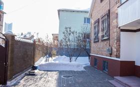10-комнатный дом, 400 м², 8 сот., Халела Досмухамедулы 66 за 85 млн ₸ в Нур-Султане (Астана), Есильский р-н