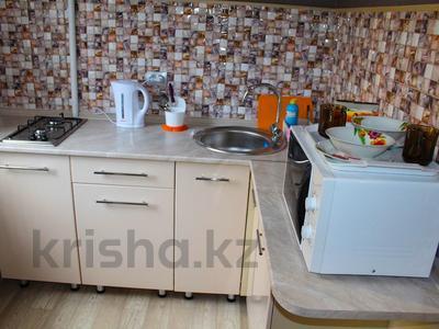 1-комнатная квартира, 36 м², 3 эт. посуточно, Алиханова 38/3 за 7 000 ₸ в Караганде, Казыбек би р-н — фото 3