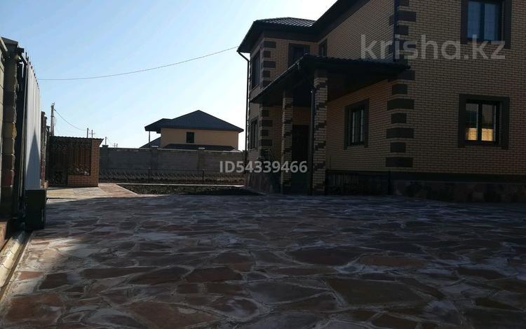 5-комнатный дом, 200 м², 14 сот., Мкр 19 24 — Улы дала за 90 млн 〒 в Нур-Султане (Астана), Есиль р-н