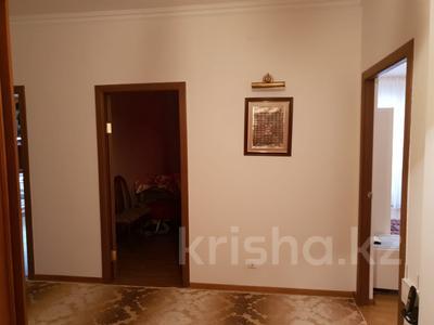 2-комнатная квартира, 63 м², 4/9 эт. помесячно, Сатпаева 29 за 350 000 ₸ в Атырау — фото 9