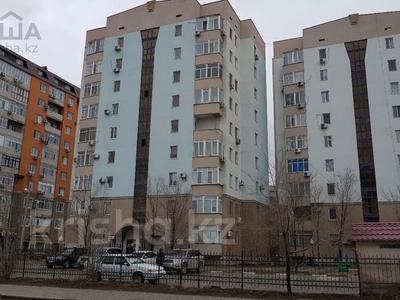 2-комнатная квартира, 63 м², 4/9 эт. помесячно, Сатпаева 29 за 350 000 ₸ в Атырау — фото 10