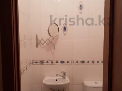 2-комнатная квартира, 63 м², 4/9 эт. помесячно, Сатпаева 29 за 350 000 ₸ в Атырау — фото 4