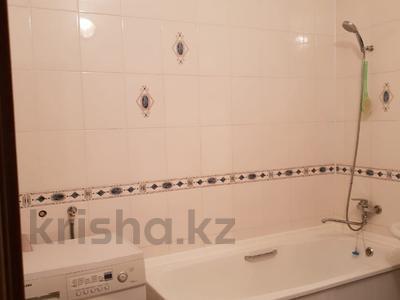 2-комнатная квартира, 63 м², 4/9 эт. помесячно, Сатпаева 29 за 350 000 ₸ в Атырау — фото 6