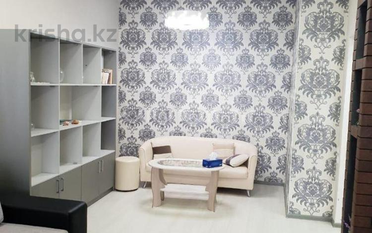 1-комнатная квартира, 40 м², 2/5 этаж посуточно, Молдагуловой 64 за 9 500 〒 в Актобе