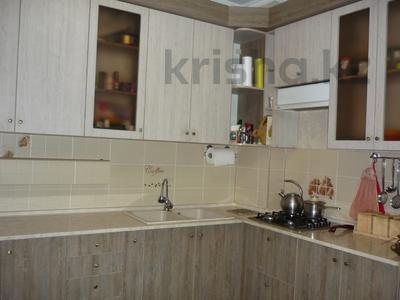 3-комнатная квартира, 76 м², 1/9 этаж, мкр Аксай-5 за 27 млн 〒 в Алматы, Ауэзовский р-н