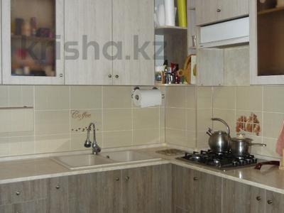 3-комнатная квартира, 76 м², 1/9 этаж, мкр Аксай-5 за 27 млн 〒 в Алматы, Ауэзовский р-н — фото 2