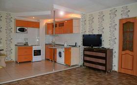 1-комнатная квартира, 38 м², 5/12 эт. посуточно, Бухар жырау 76 — Ермекова за 7 000 ₸ в Караганде