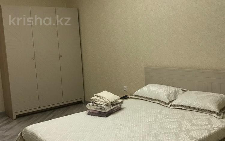 3-комнатная квартира, 90 м², 7/12 эт. посуточно, Гульдер 1 1/4 — Шахтёров за 12 000 ₸ в Караганде, Казыбек би р-н