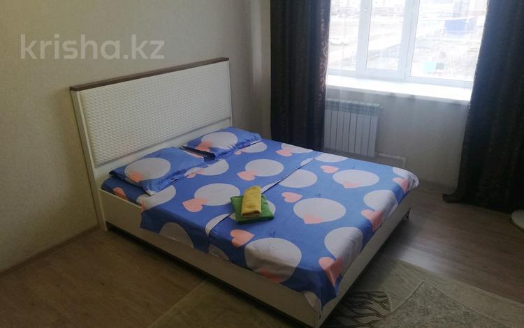 1-комнатная квартира, 43 м², 3/5 этаж посуточно, Батыс 2 — Мустафы Шокая за 7 000 〒 в Актобе, мкр. Батыс-2