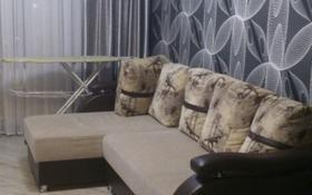 3-комнатная квартира, 60 м², 2/5 этаж посуточно, Махамбета Утемисова 119 за 9 000 〒 в Атырау