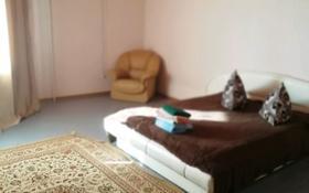 1-комнатная квартира, 56 м², 8/10 этаж посуточно, Алии Молдагуловой 11 а за 5 000 〒 в Актобе, мкр 5