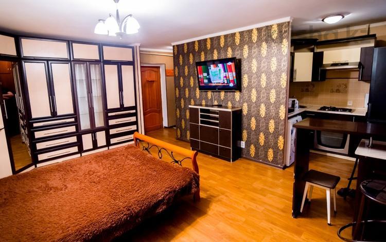 1-комнатная квартира, 38 м², 3/5 эт. посуточно, Бухар Жырау 75 за 5 000 ₸ в Караганде, Казыбек би р-н